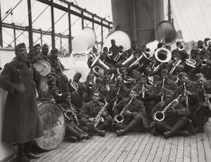 08-08b-vintage-the-harlem-hellfighters-african-american-369th-infantry-regiment-during-world-war-i-01